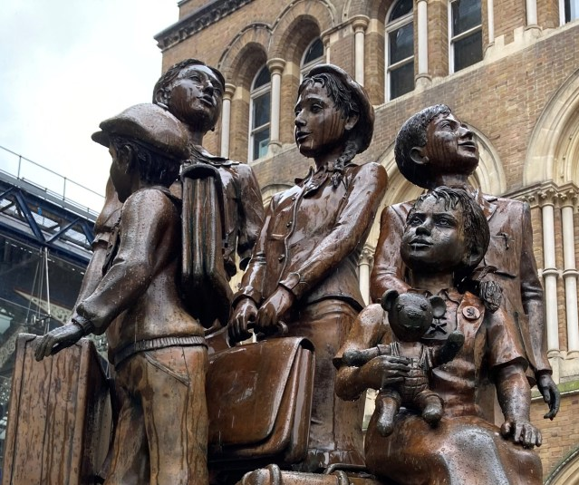 Sculpture of kids outside of Liverpool St Station, London