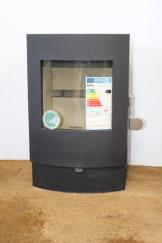 The Morsø S11-40 modern style and low level plinth makes it ideal for free standing or fireplace installations.