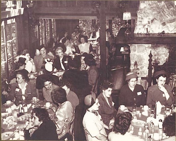 diners in the main dining room - image from Shadowbrook's website
