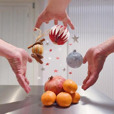 kitchen suspension fruit