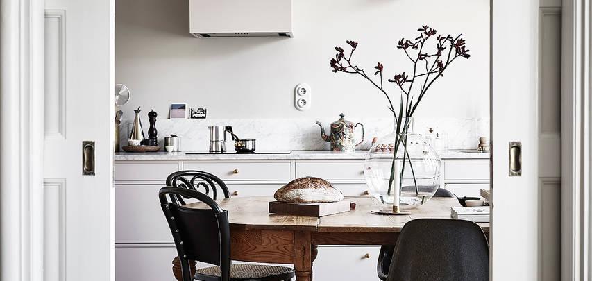 Un piccolo ambiente cucina-sala da pranzo dallo stile unico