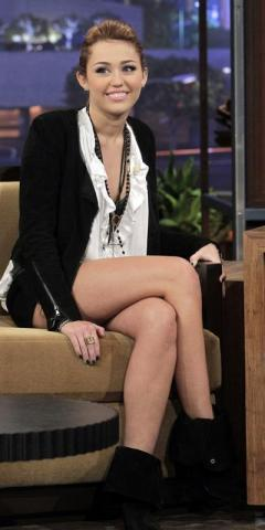 miley-cyrus-late-032510-4