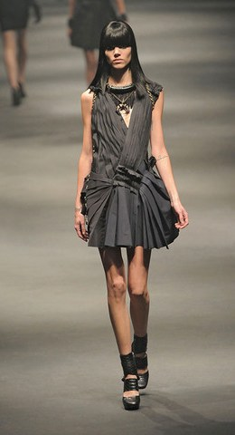 Lanvin-FALL-RTW-2010-PODIUM-005_runway