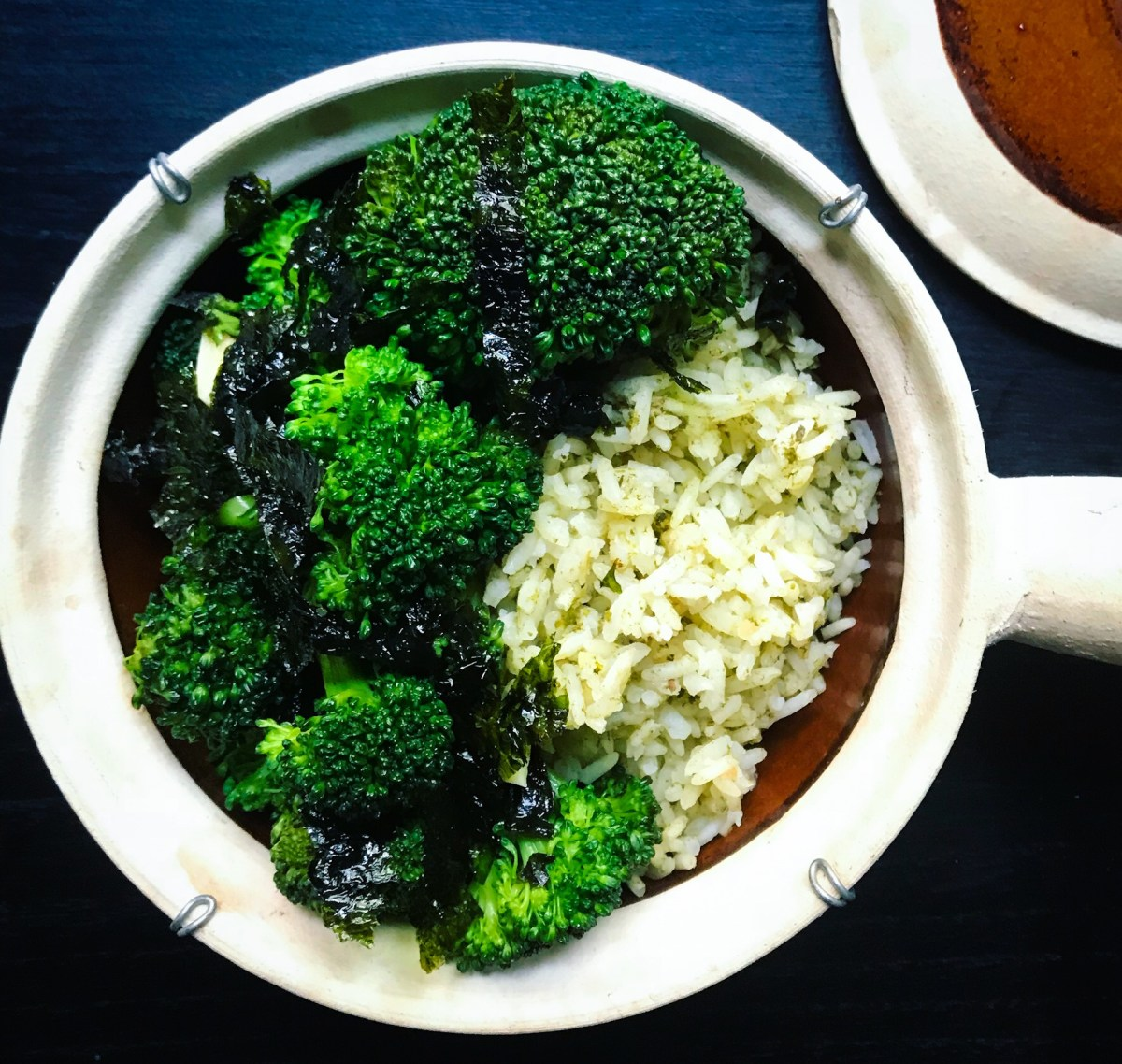 Vegetarian meal prep recipes to boost your energy! Green rice and broccoli!