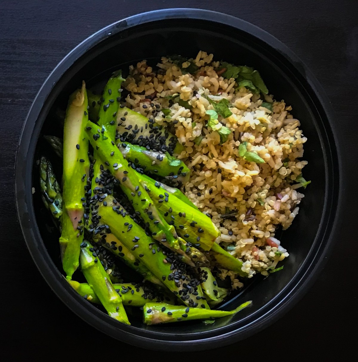 """vegetarian meal prep recipes that will """"wow"""" your friends! Asparagus with black sesame and quinoa."""