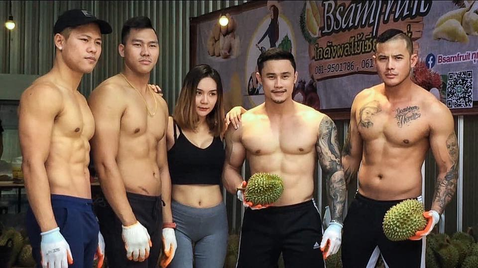Bsamfruit Durian with customers