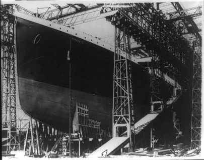 Titanic being built