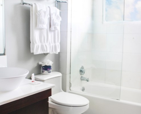 Deauville Beach Resort Guestroom Bathroom