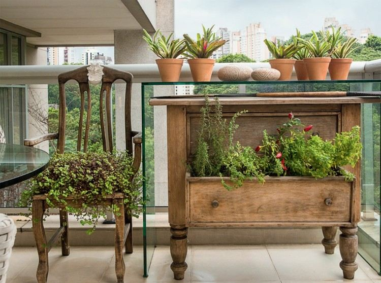 Balkon Ideen – Welche Balkonmöbel, Sichtschutz & Pflanzen?