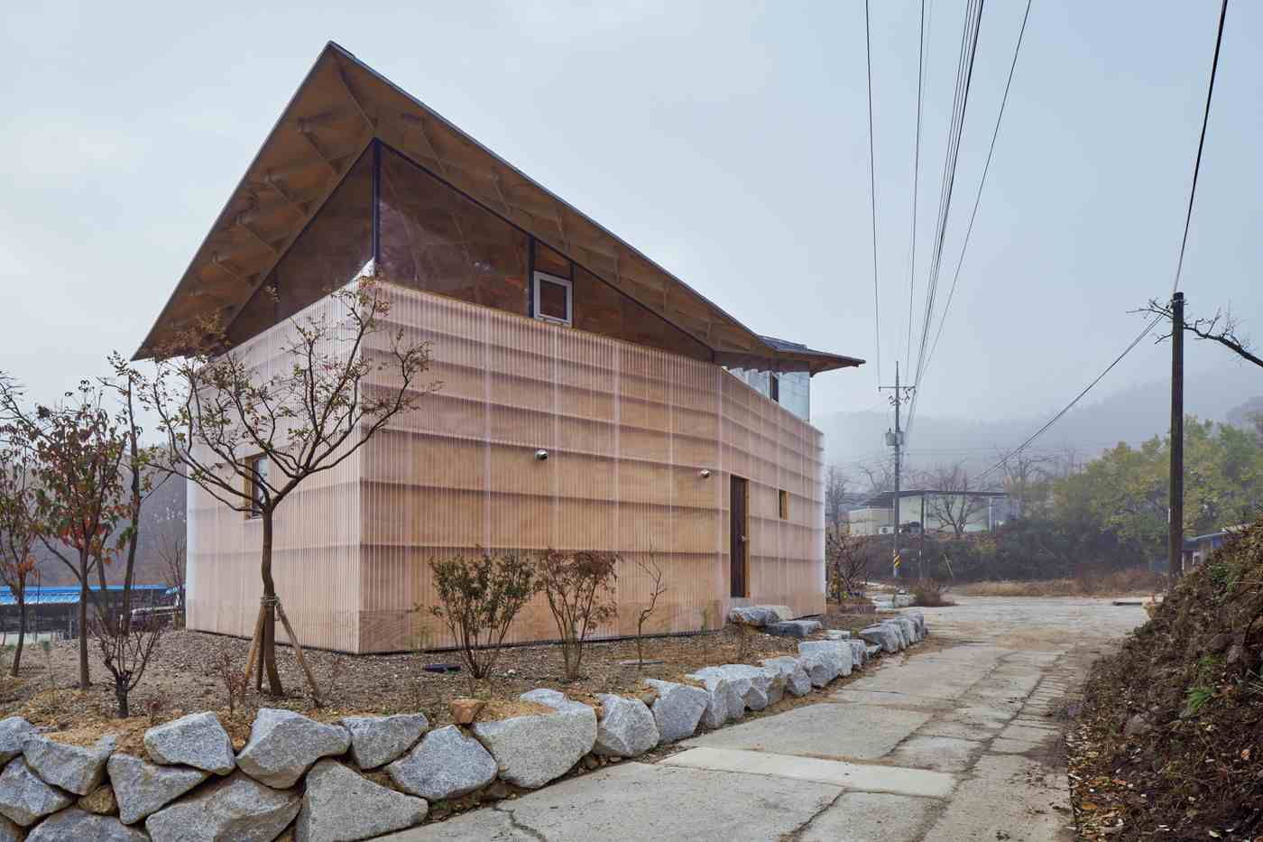 wooden ceiling suspended modern detached house in South Korea