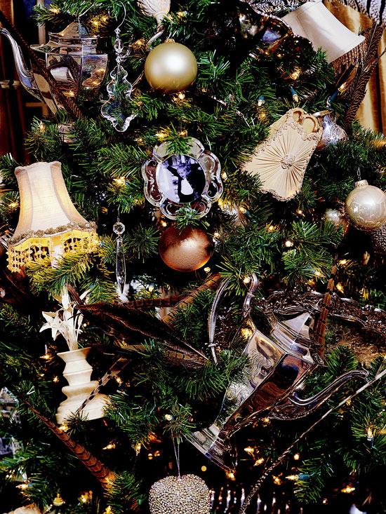 idée-déco-sapin-Noël-ornements-dorés-cristaux