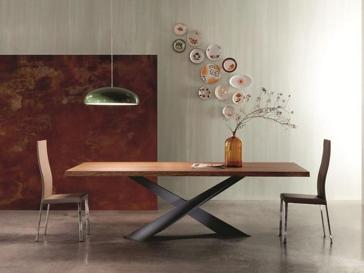 table a manger en bois naturel a pieds croises en acier de design unique
