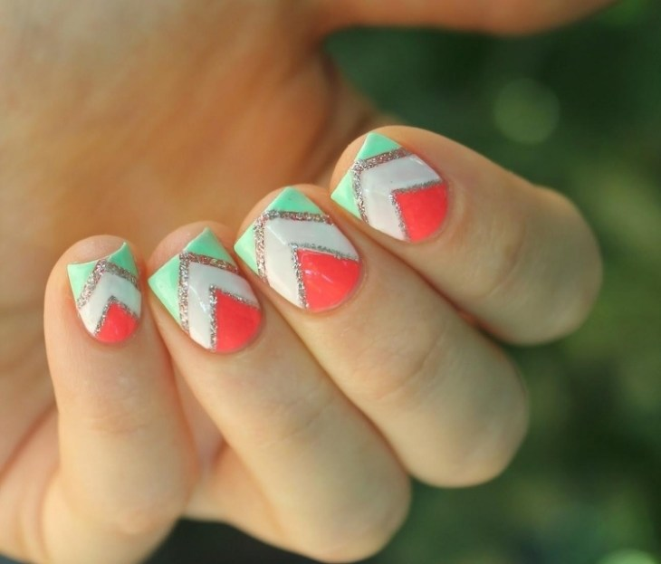 deco-ongles-bande-de-striping-tape-motif-chevron-vert-menth-corail