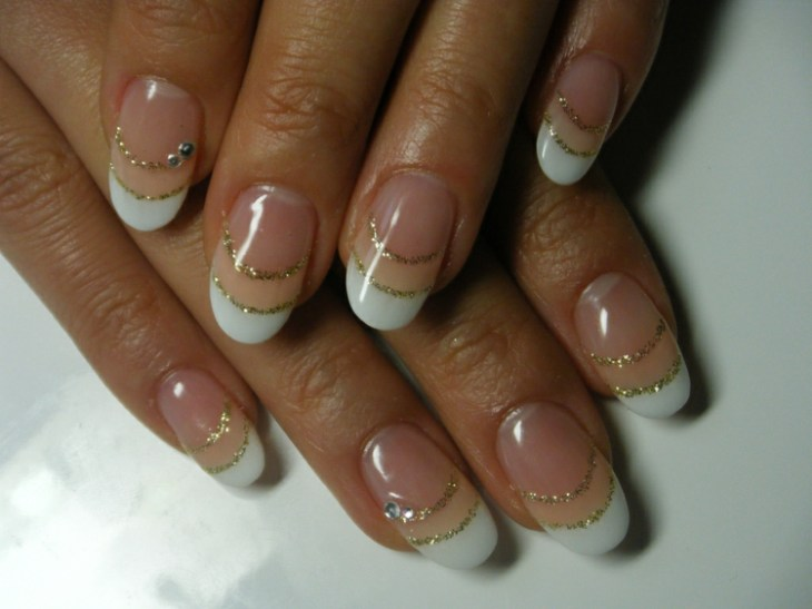 French-manucure-gel-paillettes-or-idee-deco