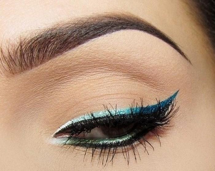 idees-maquillage-ete-eye-iner-pailleté-turquoise-cils-artificiels