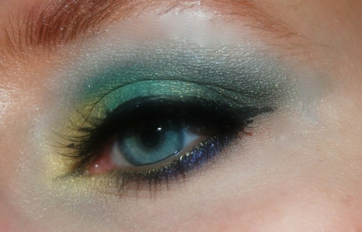 idees-maquillage-ete-fard-paupières-pailleté-bleu-jaune-vert-eye-liner