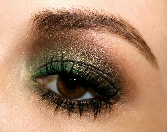 idees-maquillage-ete-yeux-marron-fard-paupières-vert-marron-pailleté