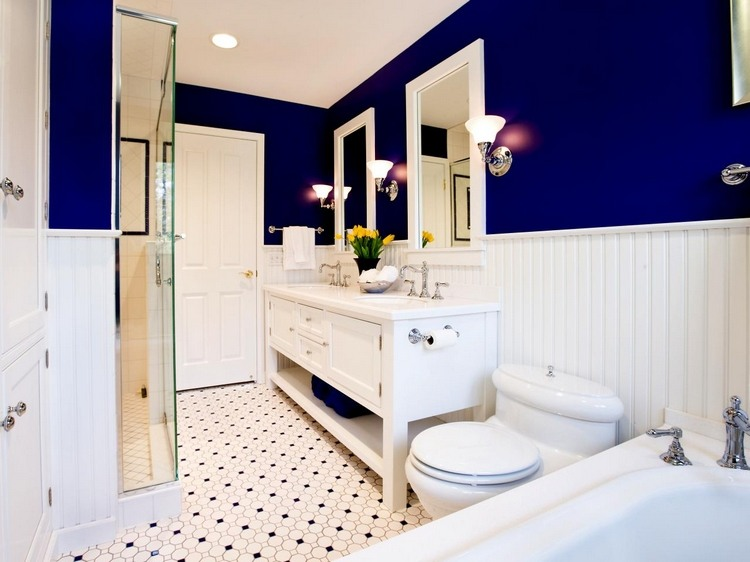 deco salle de bain bleu marine et blanc