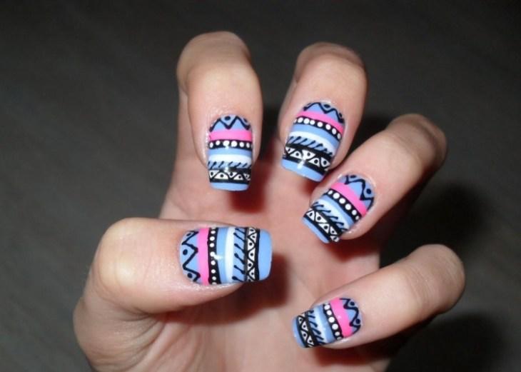 nail-art-motif-azteque-couleur-bleu-rose-blanc-noir