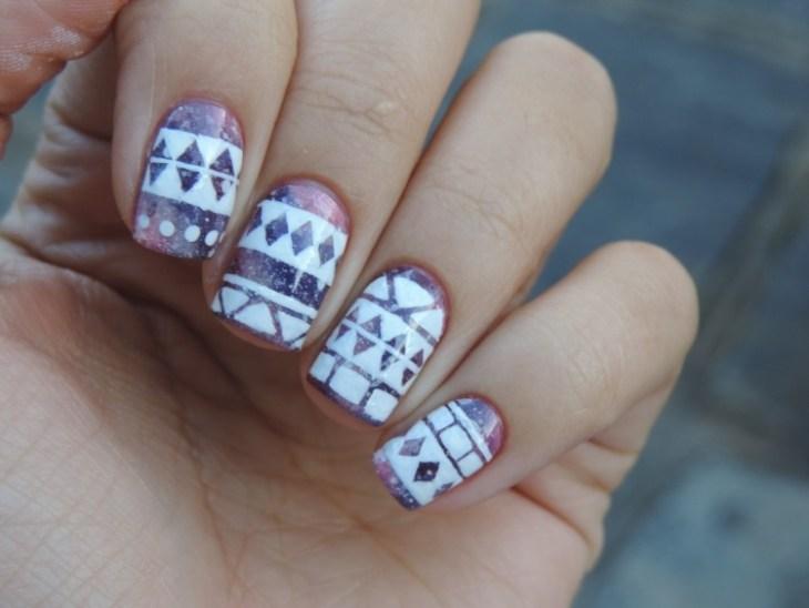 nail-art-motif-azteque-deco-ongles-blanc-couleur