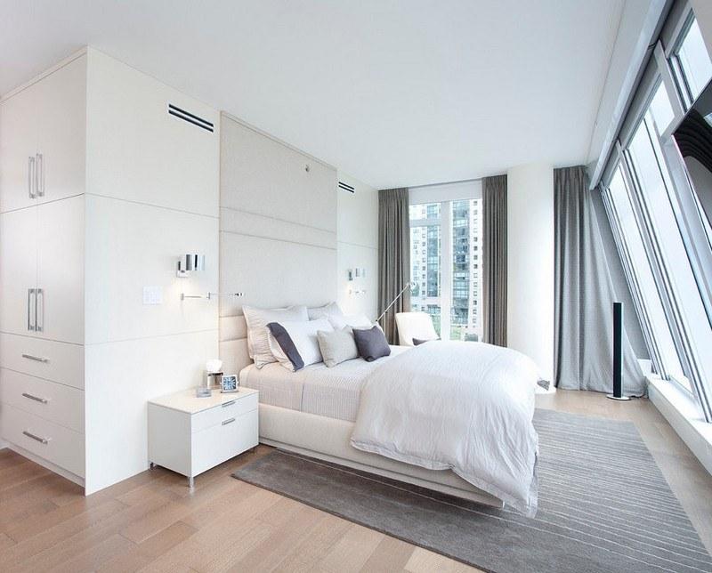 chambre adulte blanche grand lit plancher table chevet