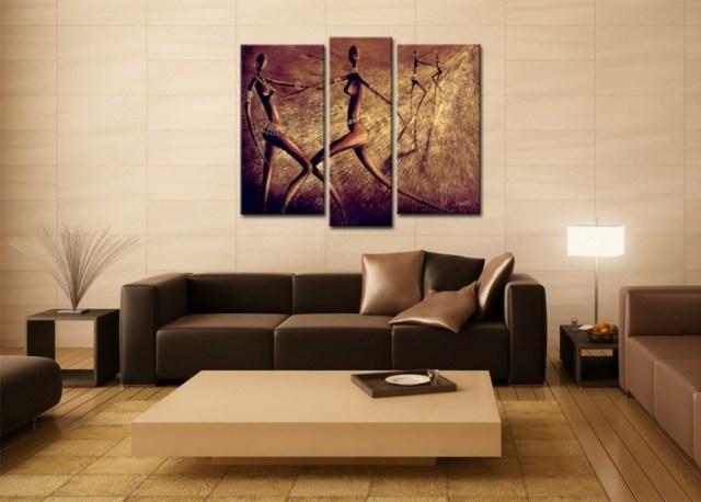 decoration-salon-tableau-trois-parties-africain-canapé-cuir-marron-table-basse-blanche
