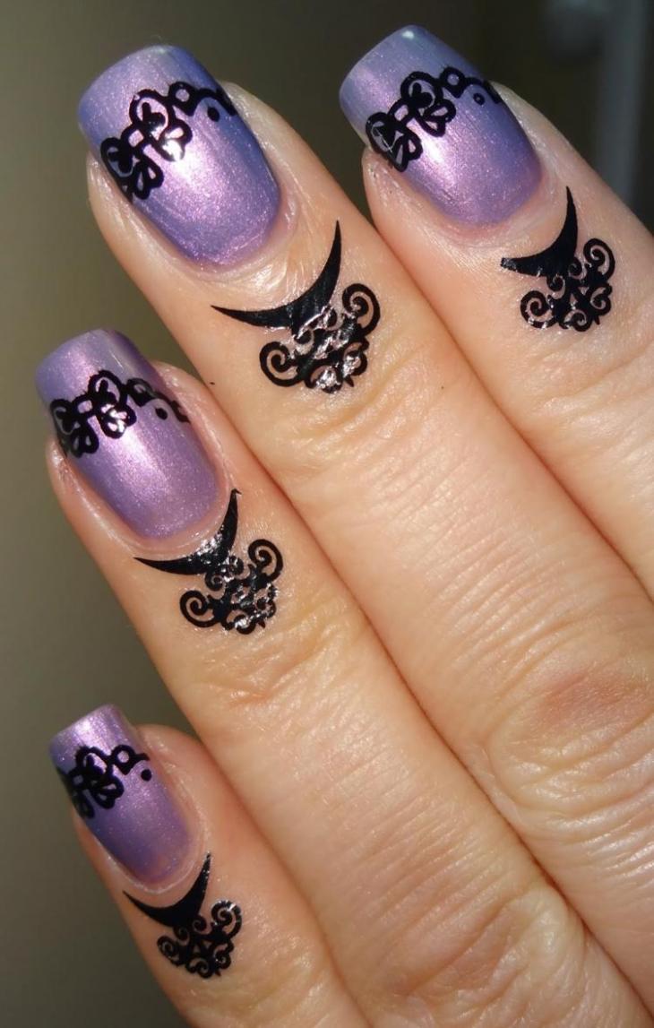 bijoux-peau-doigts-nail-art-assorti-motifs-arabesques-gothiques