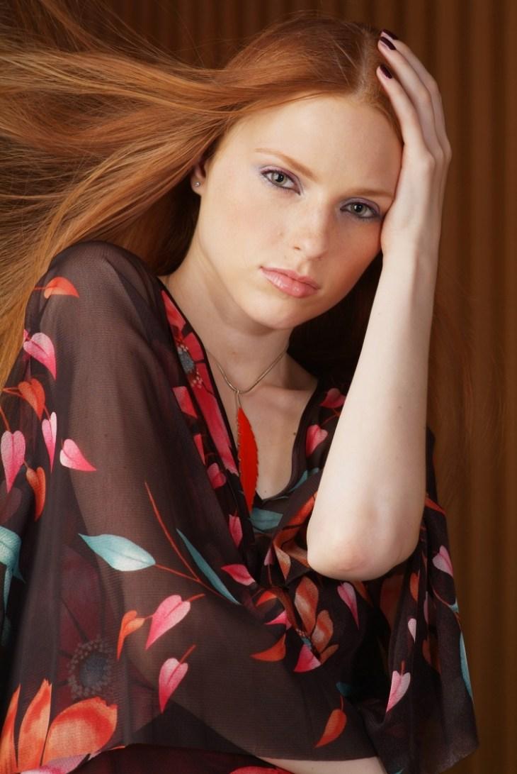 coiffure-pour-noël-brushing-lisse-cheveux-roux