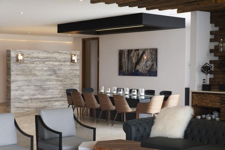 Plafond Bois LED Et Meubles Massifs Lappartement Design