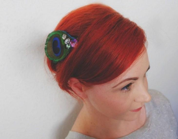 accessoire pour cheveux -peigne-cheveux-boho-chic-deco-plume-paon-perles