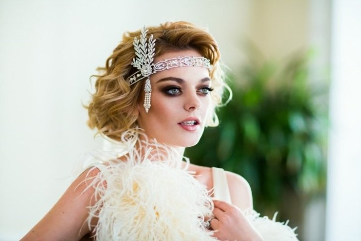 coiffure-vintage-bob-kruze-bijou-cristaux-maquillage-charbonneux