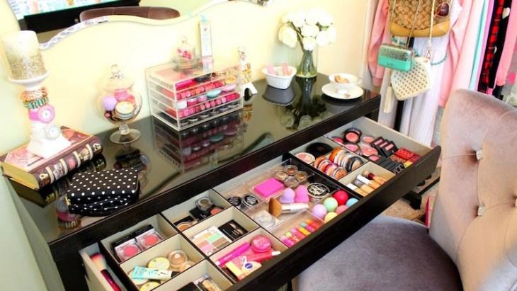 rangement-maquillage-pratique-boîtes-carton-tiroir-table-maquilleuse