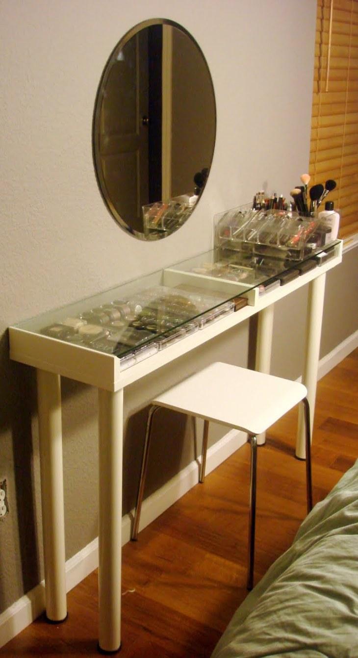 rangement-maquillage-pratique-table-plateau-verre-transparent