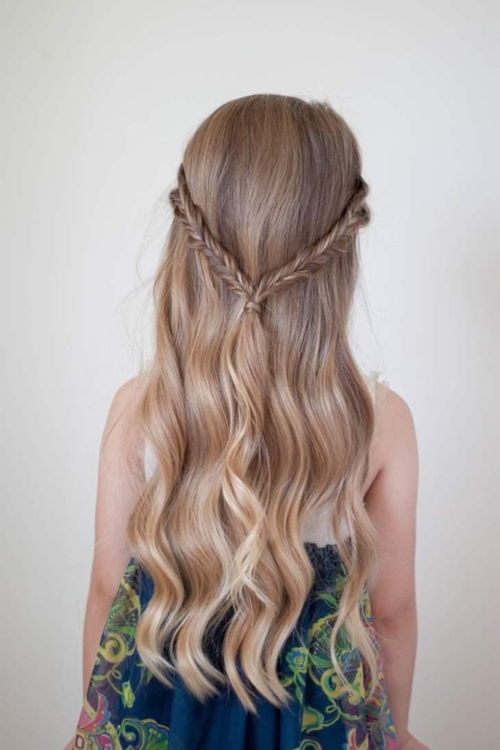 coiffure pour petite fille -tresses-épi-blé-cheveux-longs-ondulés