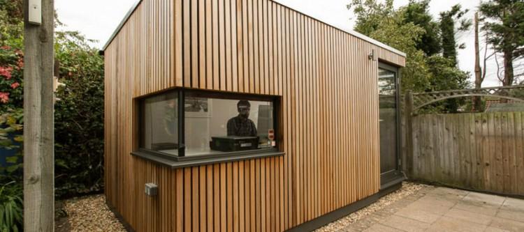 bureau jardin pavillon dallage pierrre pareemnt bois bureau de jardin fonctionnel en 20 idees d amenagement tendance
