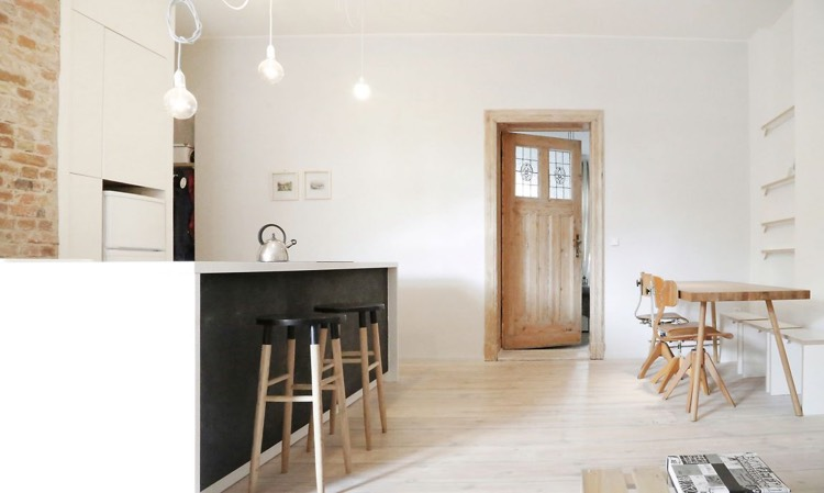 mur brique rouge dco en peinture ardoise et plancher en bois blanchi un appartement berlinois with mur en brique rouge decoration