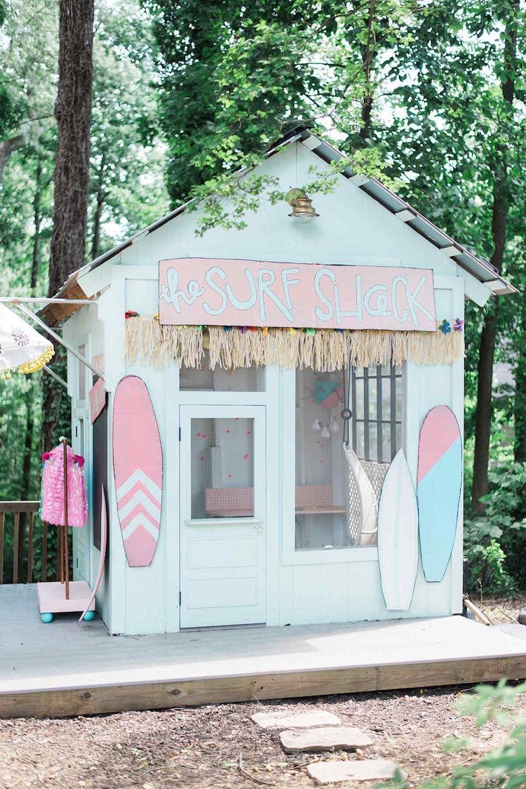 une cabane de jardin pour enfant