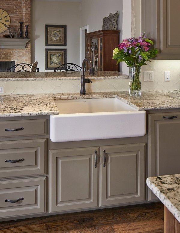 White ice granite countertops for a fantastic kitchen decor on Countertop Decor  id=70810