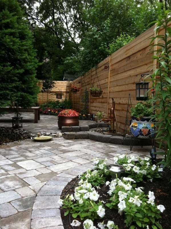 Garden landscaping ideas and creative backyard designs on Backyard Wooden Fence Decorating Ideas id=59840