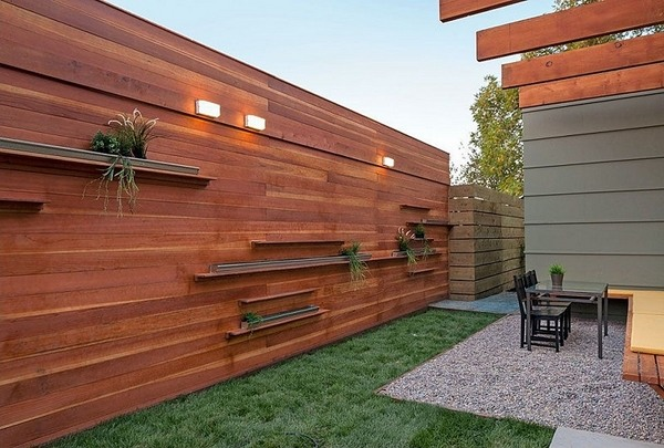 Wooden fencing - a fabulous decoration for every home on Backyard Wooden Fence Decorating Ideas id=26142