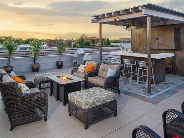 40 Unique rooftop deck ideas to relax and entertain in style on Backyard Bar With Roof id=93988