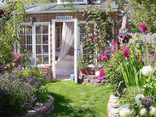 25 Garden house ideas - the perfect addition to the backyard on Romantic Backyard Ideas id=11539