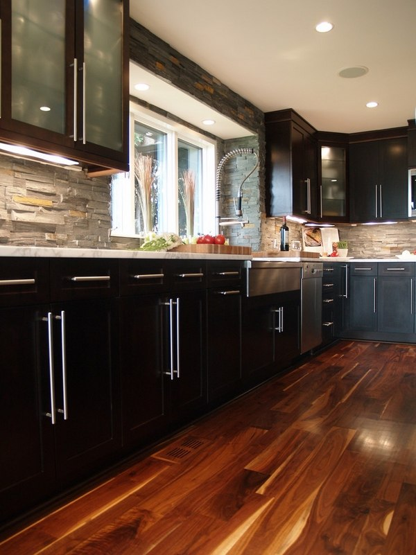 Stone backsplash ideas - make a statement in your kitchen ... on Backsplash Ideas For Dark Cabinets  id=62339