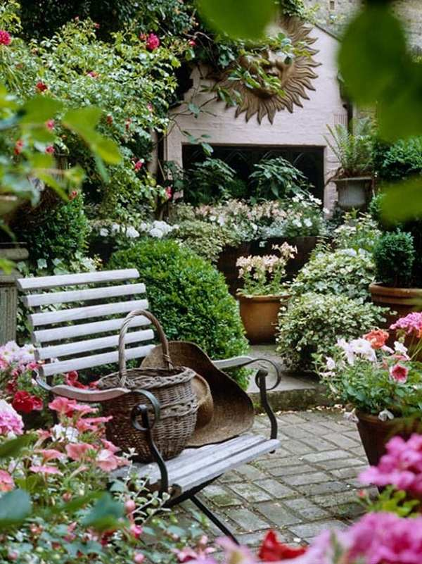 Walled garden design ideas - how to create your own secret ... on Backyard Retreat Ideas id=14167