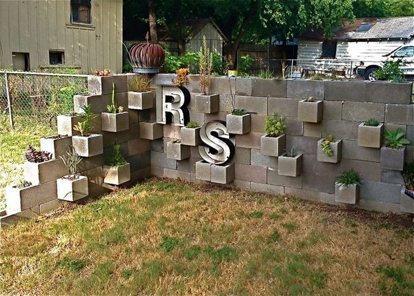 Cinder block garden ideas - furniture, planters, walls and ... on Backyard Cinder Block Wall Ideas id=73212