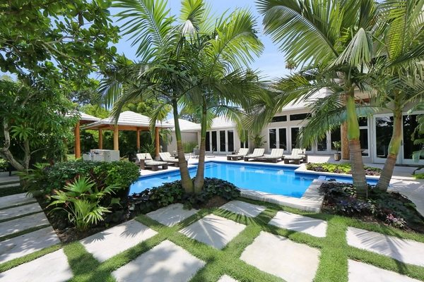 Tropical pools - beautiful and exotic landscape ideas on Tropical Small Backyard Ideas id=84295