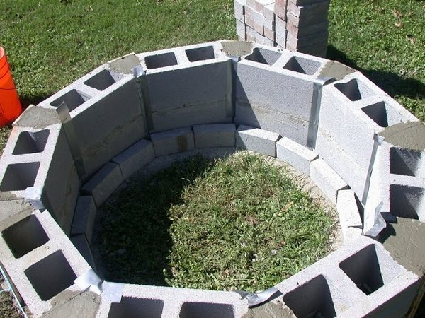 Cinder block fire pit - DIY fire pit ideas for your backyard on Diy Cinder Block Fireplace id=17122