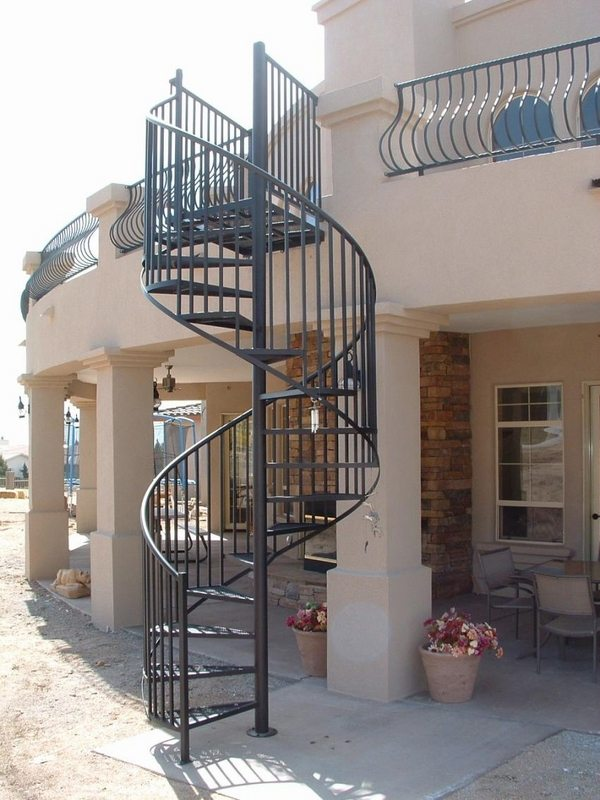 Outdoor spiral staircase designs to complement the house