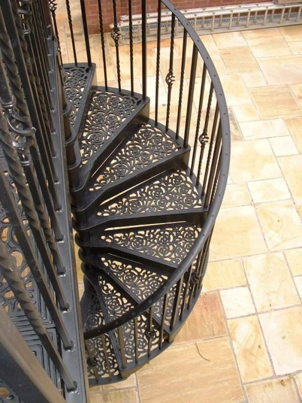 Outdoor Spiral Staircase Designs To Complement The House Exterior | Outdoor Iron Staircase Designs | Round | Home Stair Design | Backyard | Spiral Staircase | Eye Catching