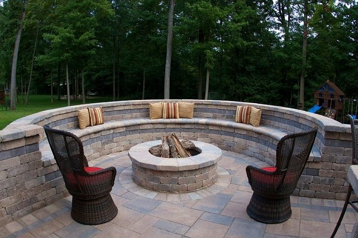 Cinder block fire pit - DIY fire pit ideas for your backyard on Fire Pit Design  id=97752
